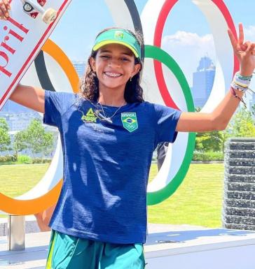 Rayssa Leal viralizou andando de skate com uma fantasia de fada aos sete anos; aos 13, ganhou prata no skate street nos Jogos Olímpicos